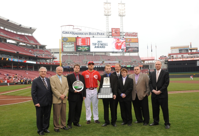 Joey Votto (middle in Reds uniform) has won the Canadian Baseball Hall of Fame's 2012 Tip O'Neill Award. This photo - featuring seven Canadian Baseball Hall of Fame representatives - was taken when he received his award this year in Cincinnati. (Photo: Courtesy of the Canadian Baseball Hall of Fame)