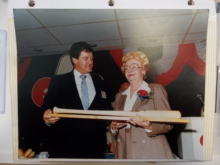 This photo pictures Margot Graney Mudd accepted a bat from Canadian Baseball Hall of Fame president Bruce Prentice at a ceremony in 1984.